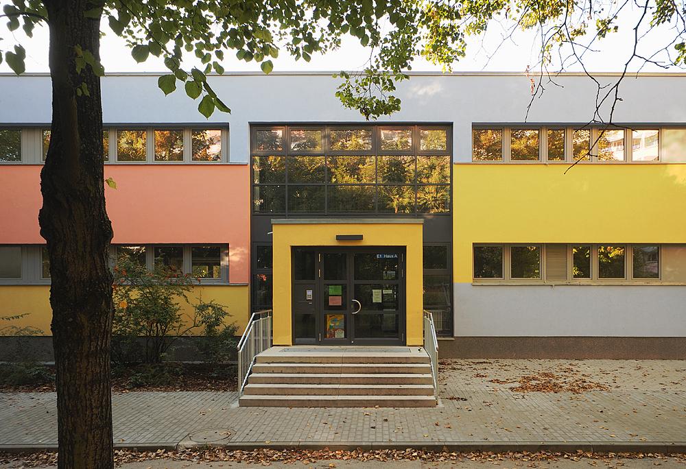 Amtsfeld Grundschule, Berlin Köpenick - Eingang © Kwiatosz