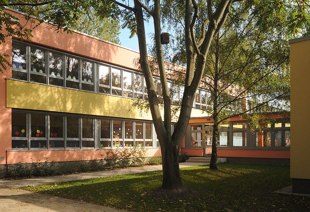 Amtsfeld Grundschule, Berlin Köpenick - Hof 2 © Kwiatosz